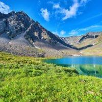 Озеро у горного массива :: Виктор Никитин