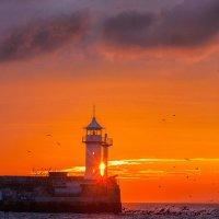 Ялтинский маяк :: Сергей Титов