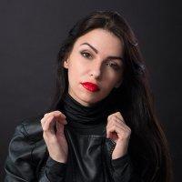 Портрет девушки в кожаной куртке :: Анатолий Тимофеев