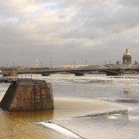Нева взломала лёд :: Вера Моисеева