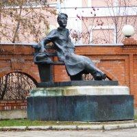 Памятник А.П.Чехову в г. Серпухов :: Galina Leskova