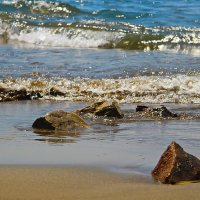 И бьется о камни морская волна. :: Маргарита ( Марта ) Дрожжина