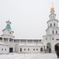 Стены и башни монастыря :: Руслан Гончар