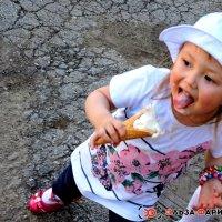девочка с мороженным :: Эльза Кильмухаметова