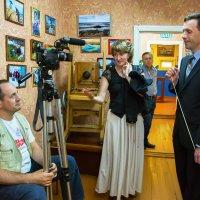 Разговор на фотовыставке :: Валентин Кузьмин