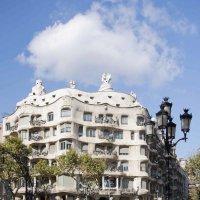 Дом Мила, La Pedrera - Каменоломня на Проспекте Пассейдж де Грасия - архитектор Гауди :: Елена Павлова (Смолова)