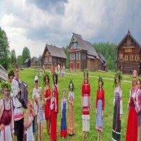Праздник Троицы в Семенкове :: Валерий Талашов