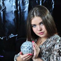 Девушка  с шаром. :: Виктор Твердун