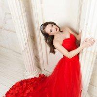 Алое платье :: Анита Гавриш