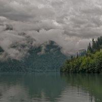 Озеро Рица. :: Алексей Окунеев