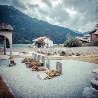 Деревенское кладбище, Швейцарские Альпы :: Арсен Гуварьян