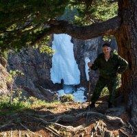 у горного водопада :: Константин Шабалин