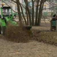 1 трактор = 3 гастарбайтера :: Алексей Окунеев