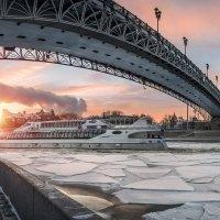 Выгнулся кошечкой мост :: Юлия Батурина