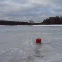 Это вам - не черный квадрат! Это - красный куб! :: Андрей Лукьянов