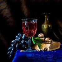 Этюд с бокалом и виноградом :: Владимир Голиков