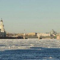 Лёд плывёт... :: Владимир Гилясев