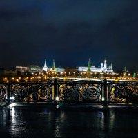 На пешеходном мосту. :: Валерий Гудков