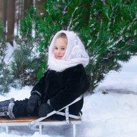 Девочка в снежном лесу :: Ванда Азарова