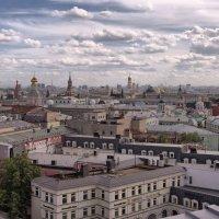 Облака над городом :: Владимир Макаров