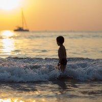 Море в закатном солнце на Пхукете :: Елена Заводнова