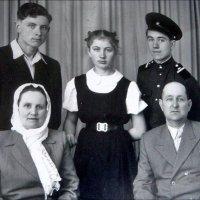 Родители и дети.  1960 год :: Нина Корешкова