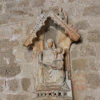 Каменная икона.Богородица с младенцем Иисусом. :: vadimka