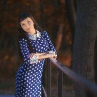 Девушка на мостике :: Сергей
