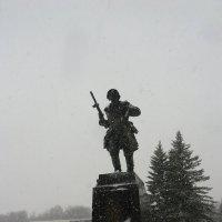Великие Луки. Памятник на захоронении Александра Матросова :: Владимир Павлов
