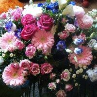 Корзина из роскошных цветов, достойная самой королевы :: Елена Павлова (Смолова)