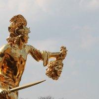 герой Персей с головой Медузы Горгоны :: elena manas