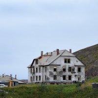 заброшенное здание в Териберке :: Надежда Водорезова