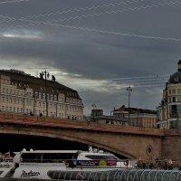 мост, речной трамвай и сумеречный свет ... :: Эви и Владимир [][]][]]]]]