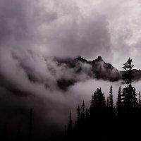 Мглистые горы :: Сергей Ларин