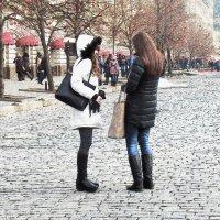 Средь шума городского ,встретились подружки... :: Лара ***