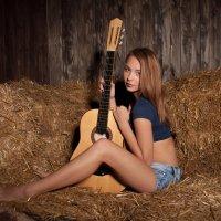 Девушка с гитарой :: Леонид Туваев
