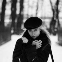 black :: Valentina lEZHNEVA