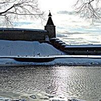Река Пскова. Кремль. Башня кутекрома. (HDR) :: Fededuard Винтанюк