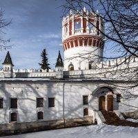 Монастырский дворик :: Константин Фролов