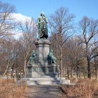 Памятник Carl von Linné в Стокгольме :: Swetlana V