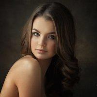 Портрет с естественным светом :: Денис Дрожжин