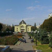 Театральная  площадь  в  Черновцах :: Андрей  Васильевич Коляскин
