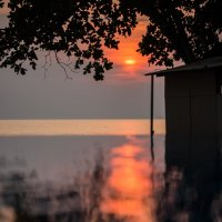 Закат в бассейне на берегу :: Anatoliy Pavlov
