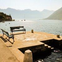 Скамейка на солнце :: Николай П
