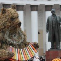 на фоне с Лениным :: Дмитрий Сушкин