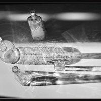 бутылки и тени :: Владимир Безгрешнов