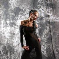 В черном платье. :: Ирина Солощ
