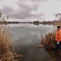 на рыбалке в пасмурный день :: юрий иванов