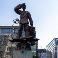 Памятник в порту :: Witalij Loewin