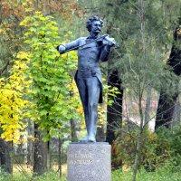 Памятник И. Штраусу в Павловске :: Сергей